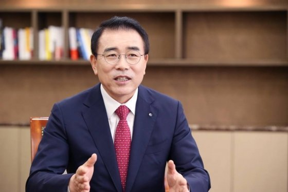 Shinhan Financial Group Chairman Cho Yong-byoung spearheads the group's efforts to stop coal funding by 2050.